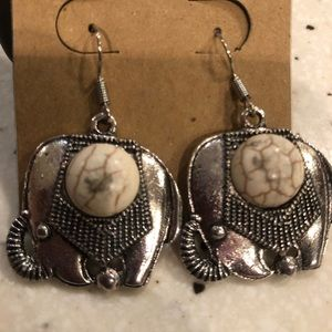 NWT. Elephant earrings!